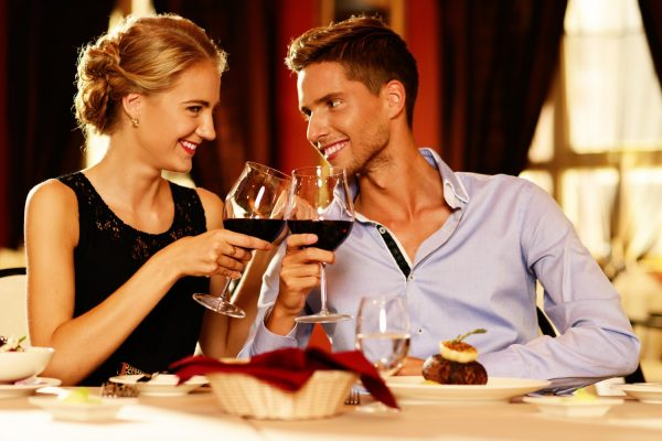¿Tienes una Cena Romántica en casa? ¡Sorpréndele con un Chef a Domicilio!
