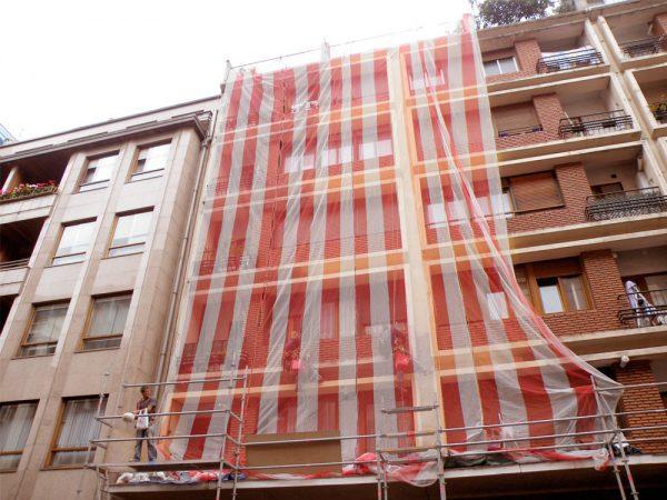 Trabajos verticales para distintas tareas en fachadas