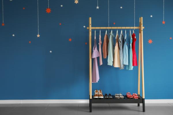 Un zapatero cómodo y decorativo para la habitación de los niños