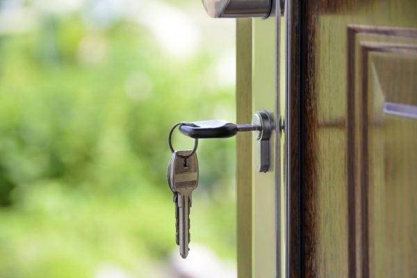 Cómo extraer una llave partida de una cerradura