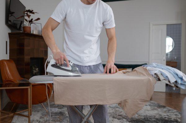 Trucos para planchar bien una camisa